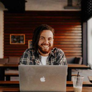Die Onpage Faktoren einer Webseite optimieren anhand von Keywords bzw. Keys oder auch Wörter.