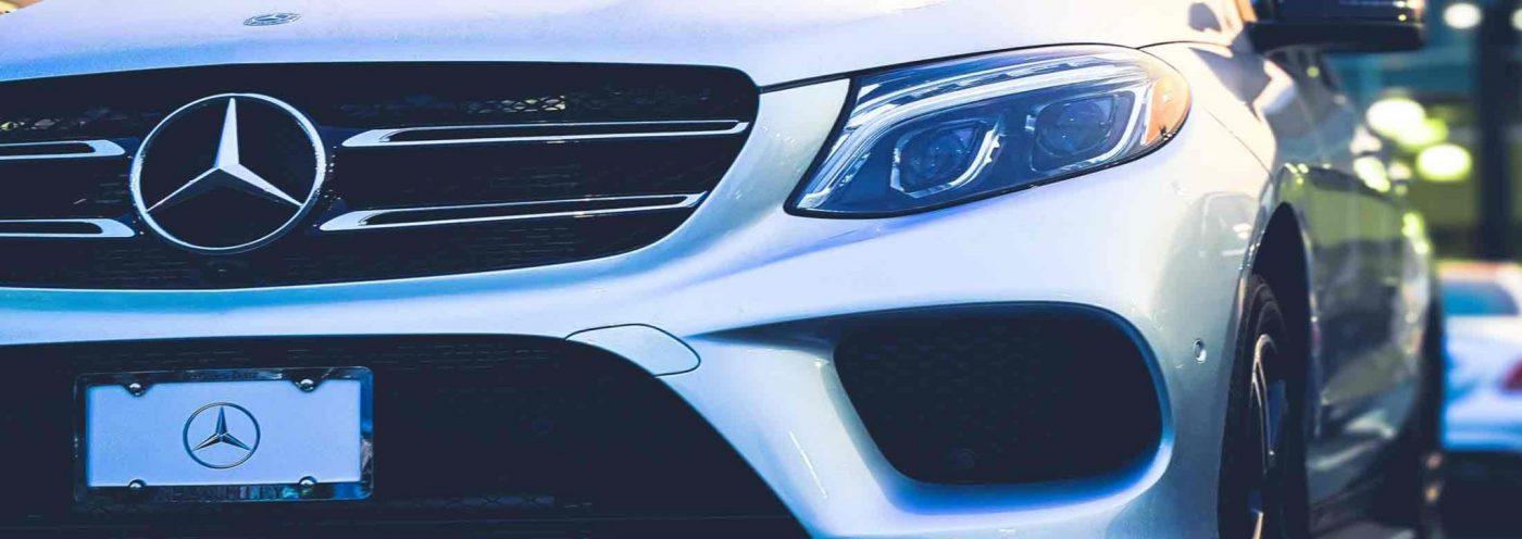 Bild eines Mercedes. Schnell erkennbar ist die Marke
